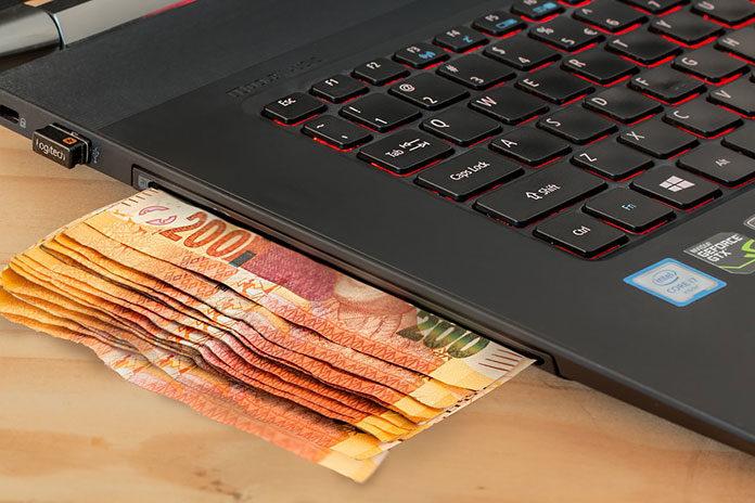Zakupy online a w tradycyjnym sklepie – przedstawiamy zalety i wady
